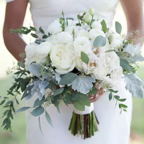 flora-urban-jungle-madrid-arreglos-florales-novias-rosas-ramos-para-novias-blanco